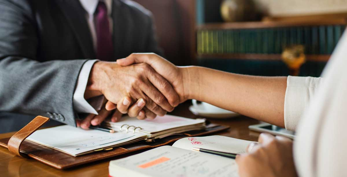4 Reasons to Hire a Commercial Lawyer for Your Business